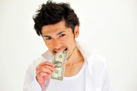 お金を食べる
