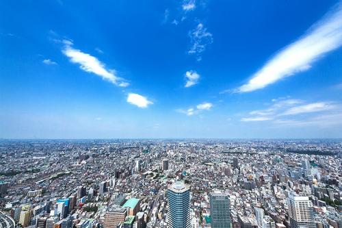 青空と都会