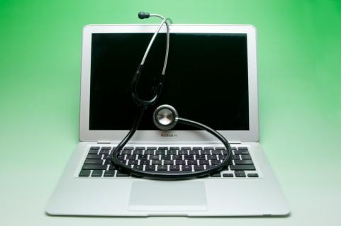 ノートパソコンと聴診器
